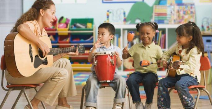 Beneficios de la Música y de tocar instrumentos en los Niños y adultos
