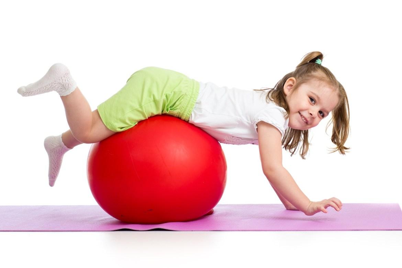 Beneficia el desarrollo psicomotor y equilibrio de niños con pelotas saltarinas