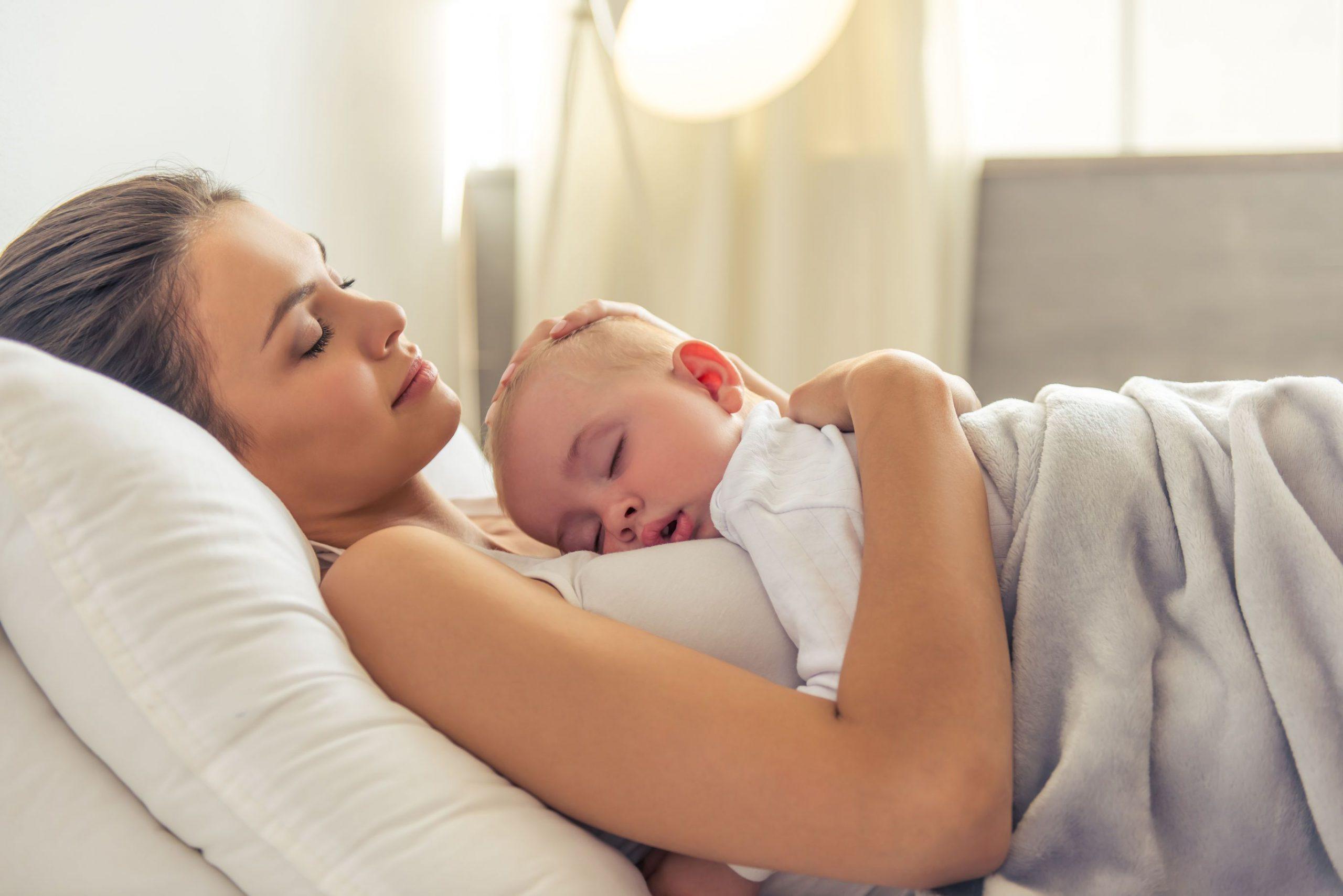 ¿Por qué no debo dejar llorar a mi bebé para que se duerma?